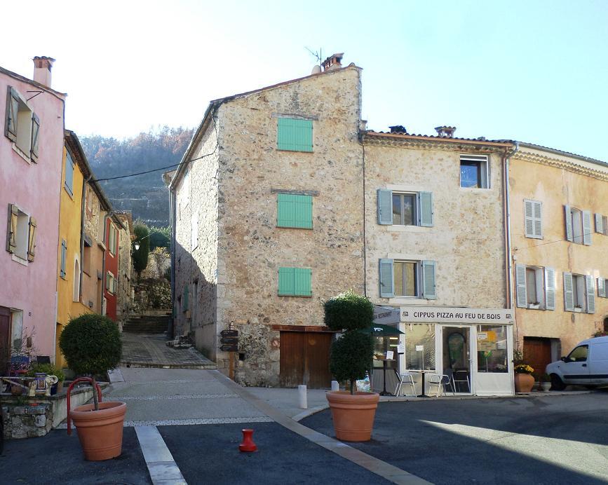 Place du village où se trouve la balise 26