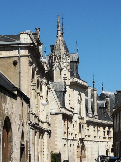 L'entrée du palais Jacques Coeur