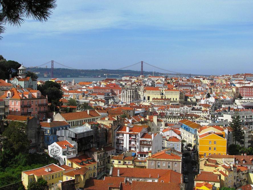 Vue sur le centre, depuis le miradouro da Graça