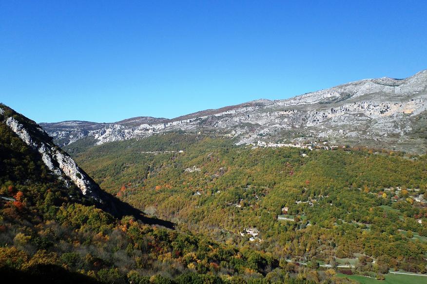 Entre les balises 24 et 2, vue de Gréolières depuis Cipières