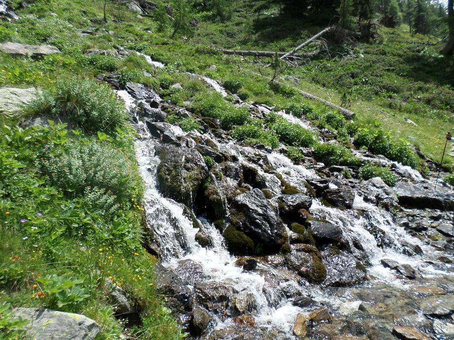 la petite cascade que l'on traverse à guet