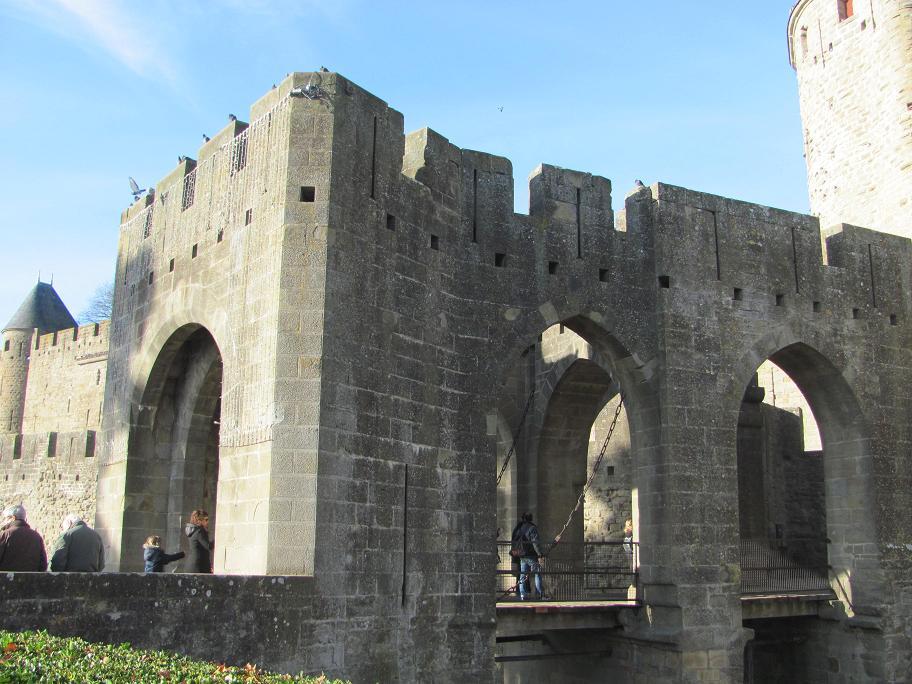 Le pont  levis rajouté au XIXe siècle par Viollet-le-Duc