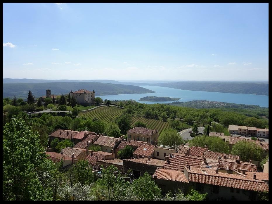 Le lac Sainte Croix vue au dessus du village d'Aiguines