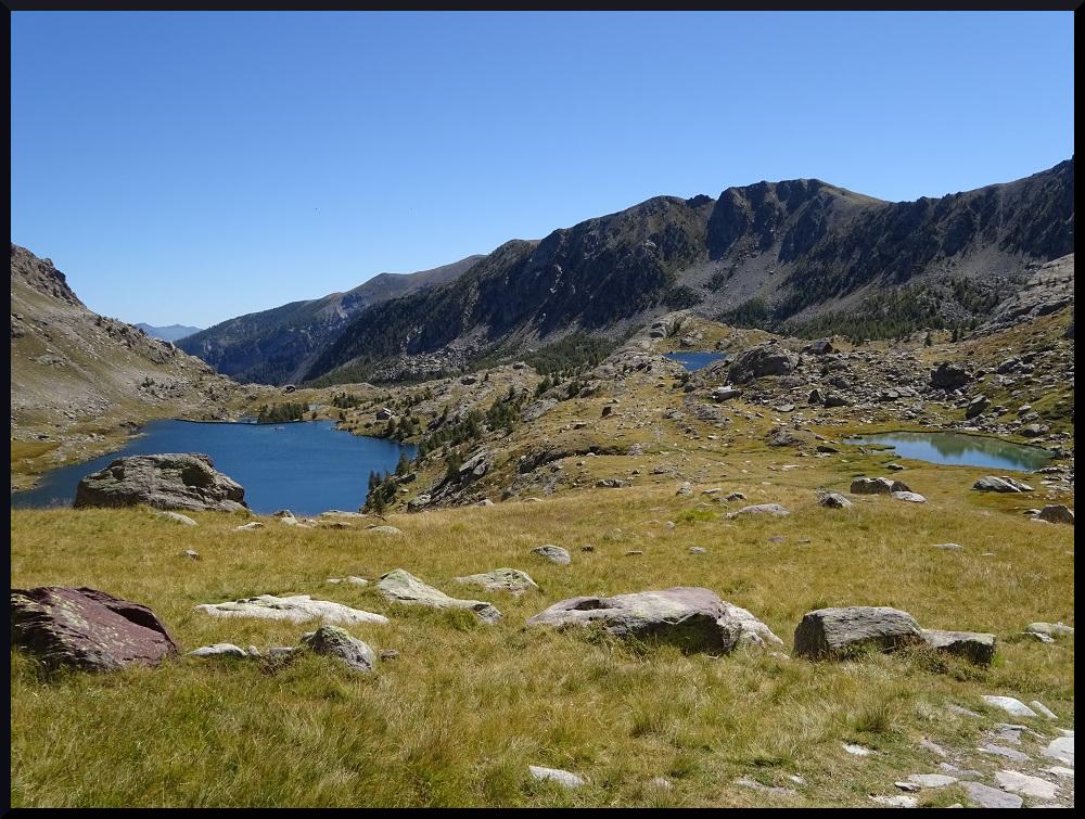 Vue sur les lacs en redescendant du Pas de l'Arpette