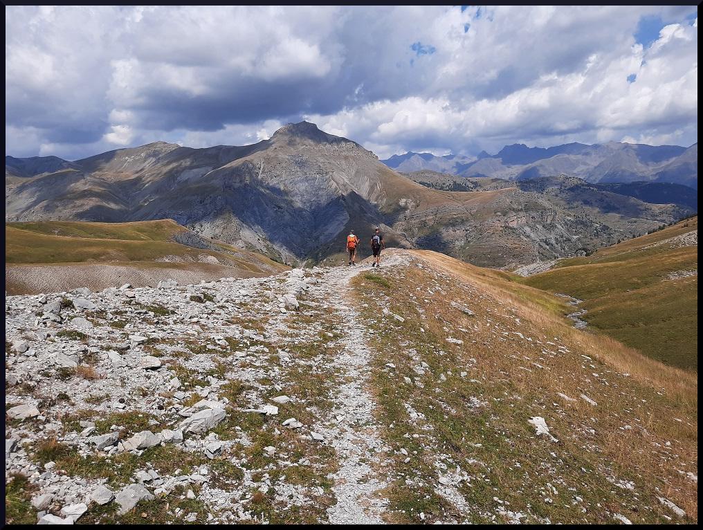 La descente face au  sommet du Colombier