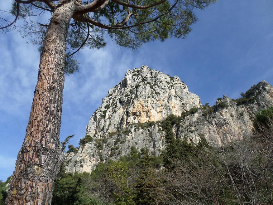 Le baou de Saint-Jeannet vu d'en bas