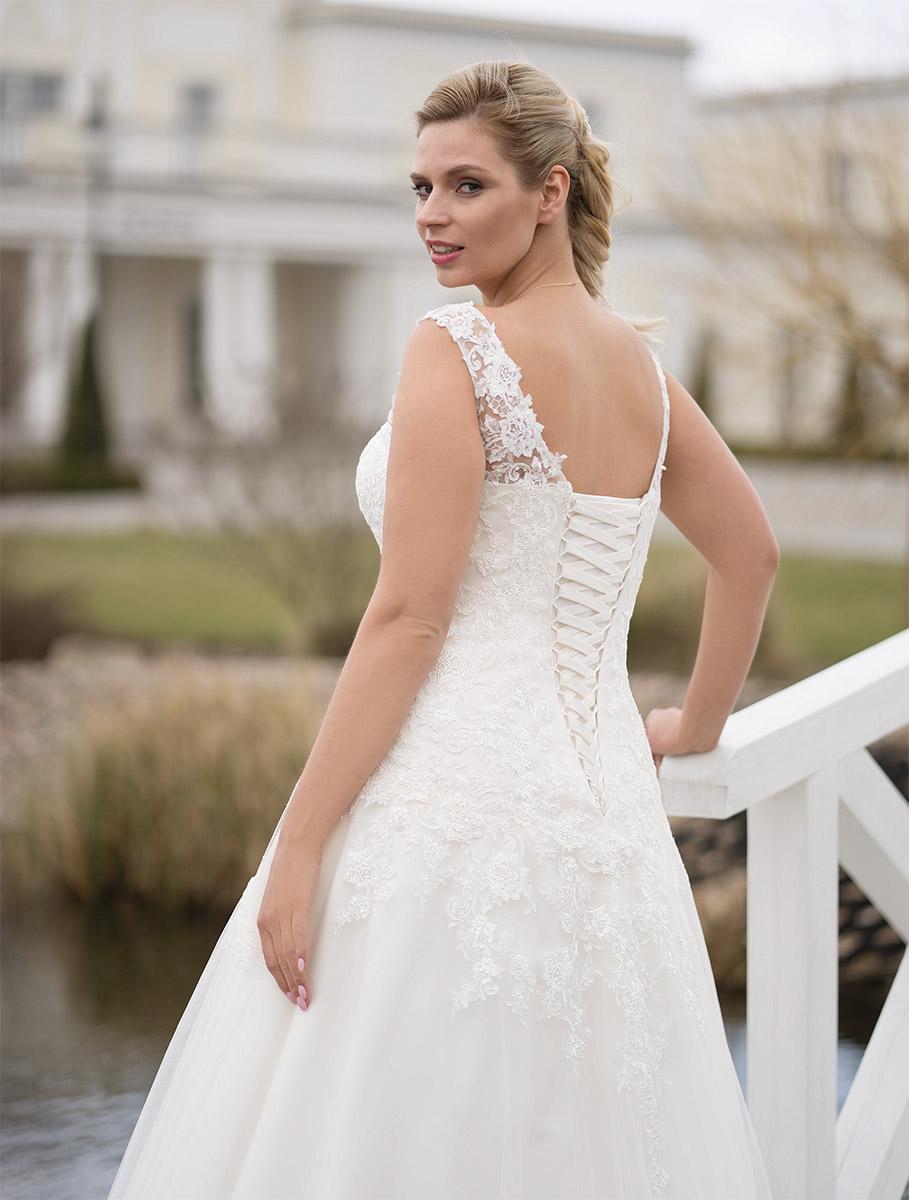 Lohrengel Brautkleid: Medina