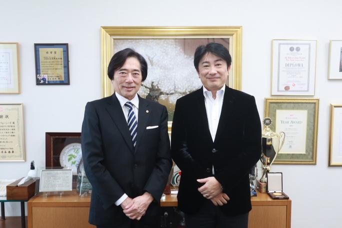 株式会社フォーシーズ代表取締役会長兼CEO 淺野 秀則氏のインタビュー記事を掲載しました