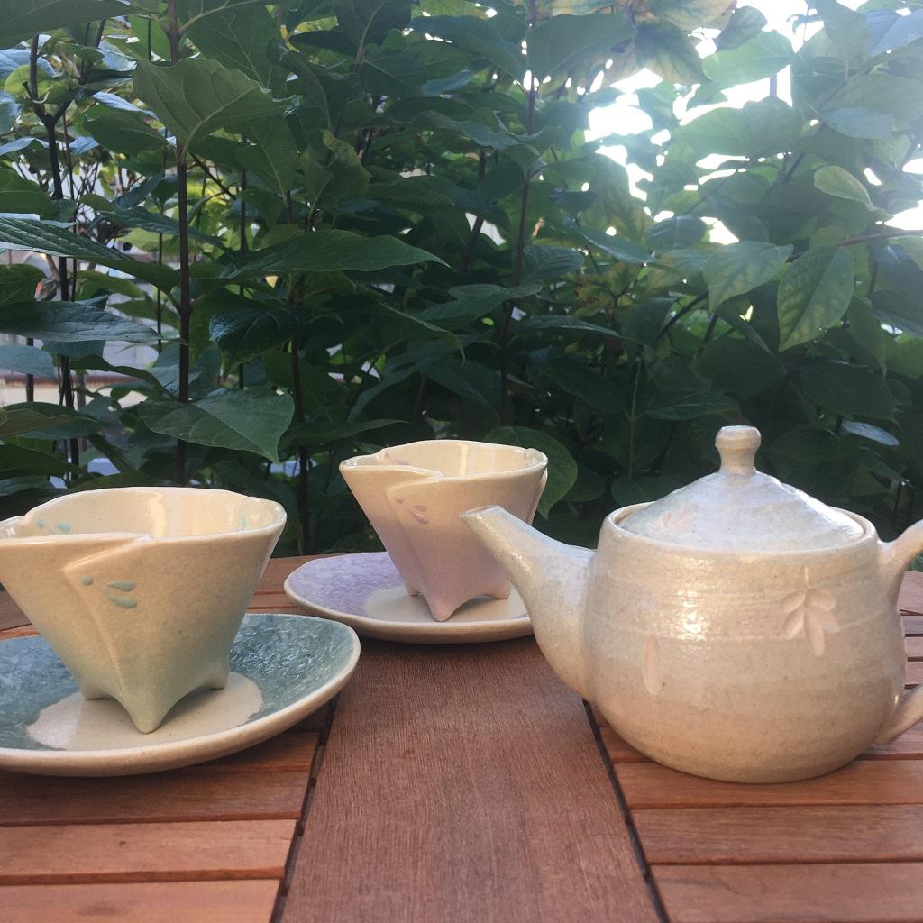 和紙柄の小皿<緑>&ビックリの足付き小鉢<ミントグリーン>と和紙柄の小皿<淡紫>&ビックリの足付き小鉢<ラベンダーピンク>を並べてみたら