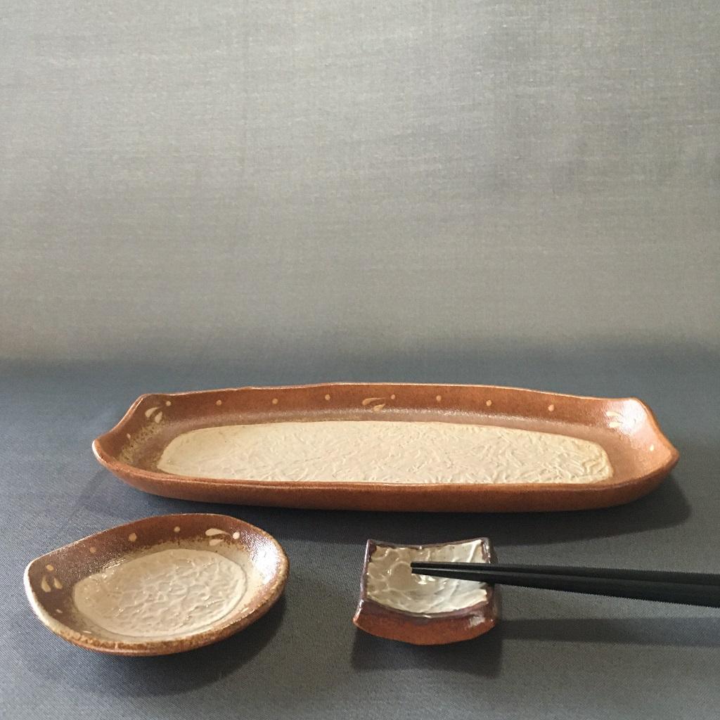 ビックリの長皿&ビックリのしずく形豆皿&四角い箸置き
