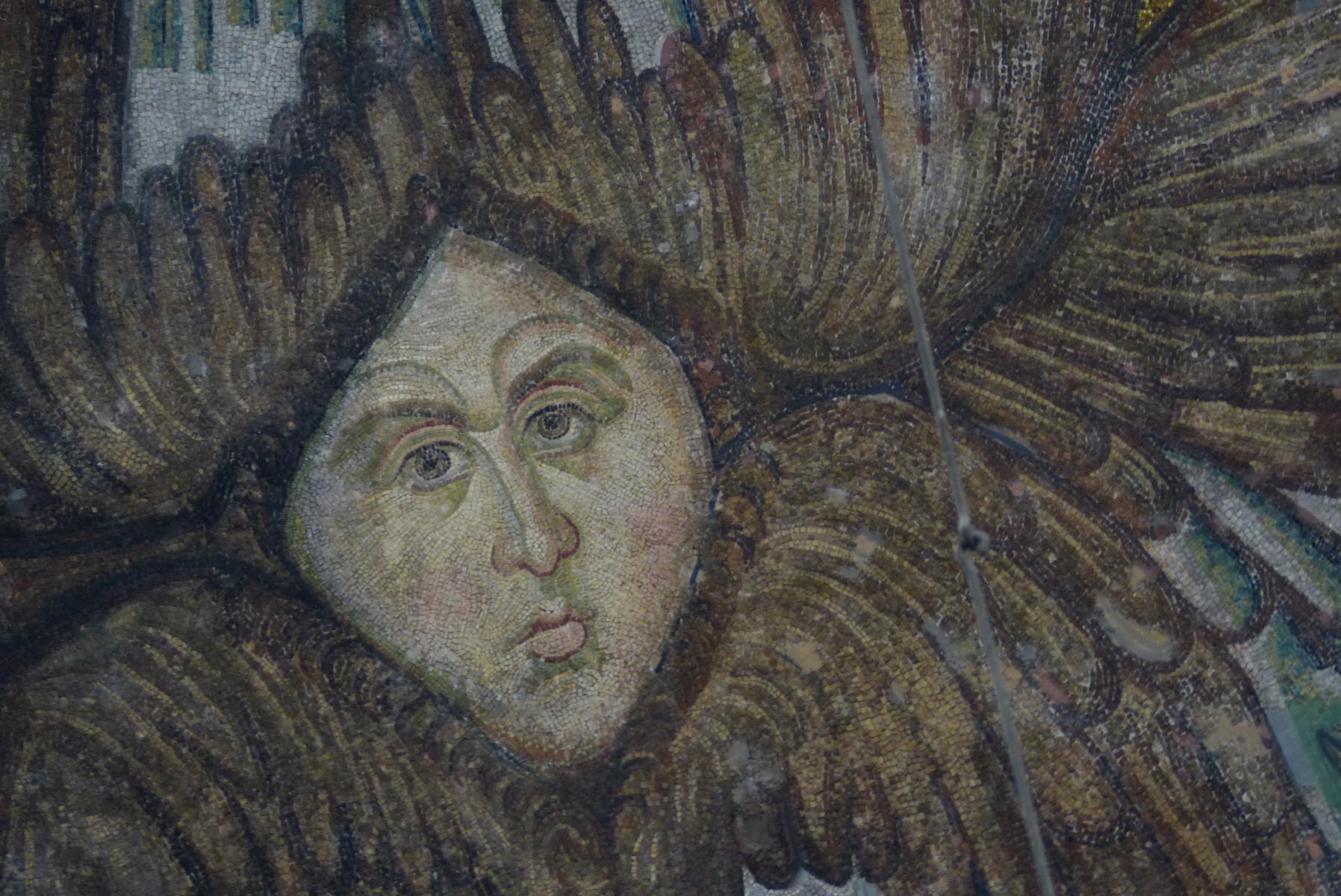 """Erst 2010 wieder freigelegt wurden die frühbyzantinischen Seraphen der Zentralkuppel. Seraphen sind feurige Engel, die um Gottes Thron fliegen und immerfort """"Heilig, heilig, heilig!"""" rufen."""