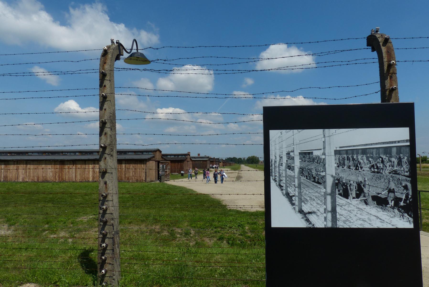 2015 führt sogar der Weichsel-Radweg an der Gedenkstätte vorbei.