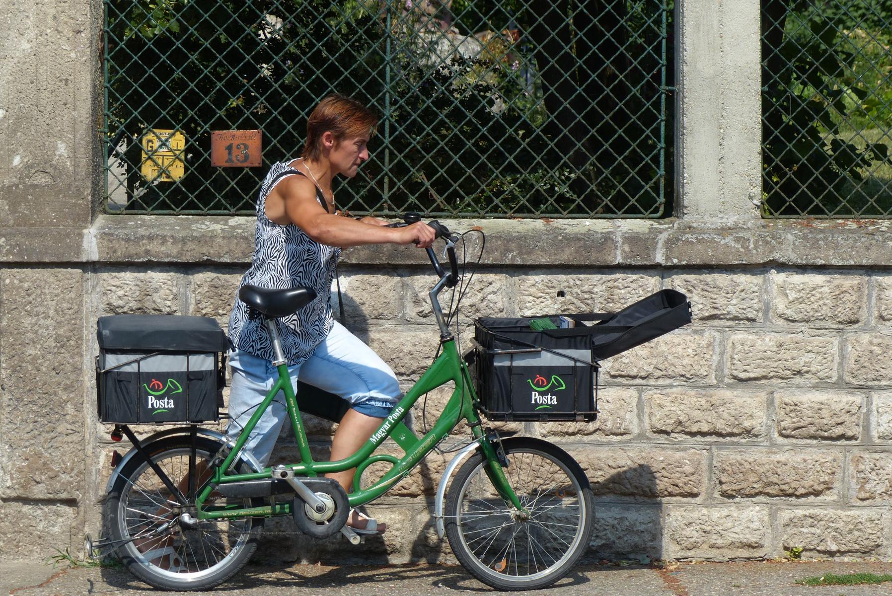 Erstaunlich, wie wenige Autos in ungarischen Dörfern unterwegs waren und wie viele Fahrräder.