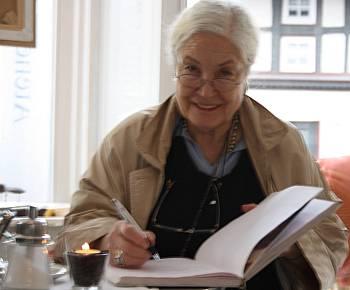Ellen Schwiers im Atelier Café