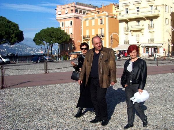 Lenka und Kruno M mit Rajka in Monaco-Ville