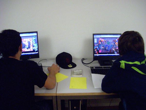 Jungs spielen Vlados online Puzzles