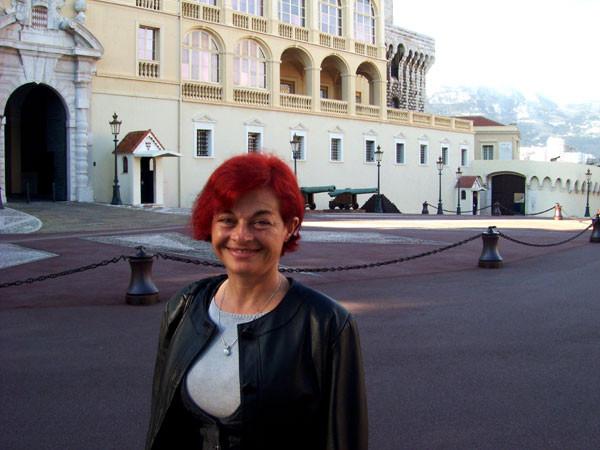Rajka vor dem Palast in Monaco-Ville