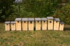 verschiedenen Eulenkästen für Sperlingskauz, Rauhfußkauz, Waldkauz und Hohltaube; Foto: Schmalz