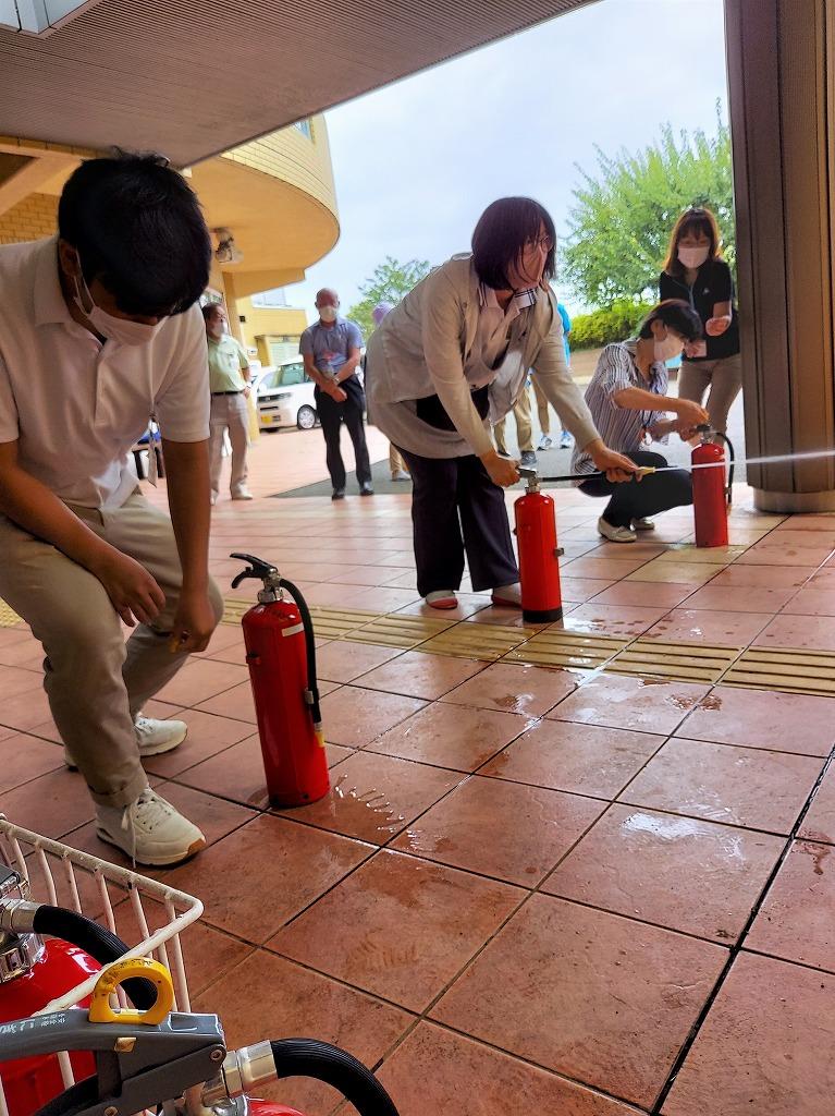 消火訓練がおこなわれました