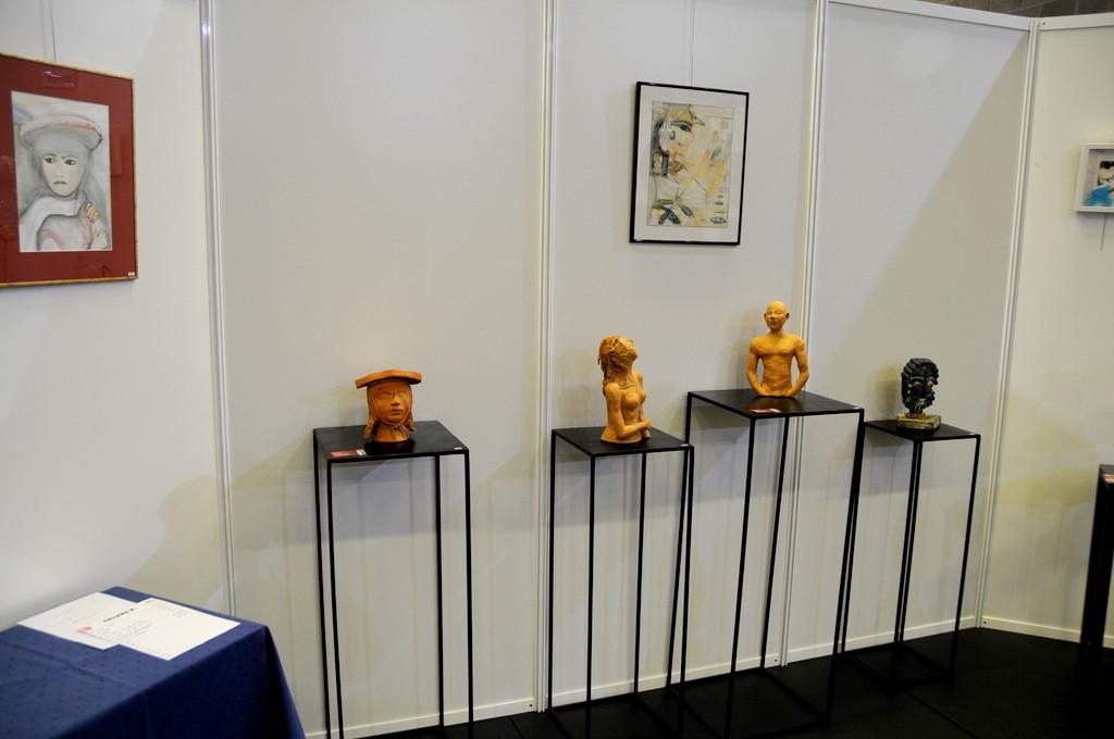 Expo Bellaire, les socles en acier avec les sculptures