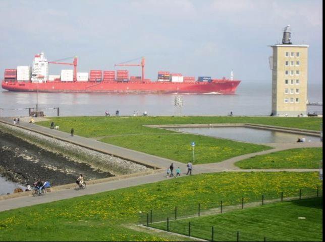 Blick vom Esszimmer auf die Elbe