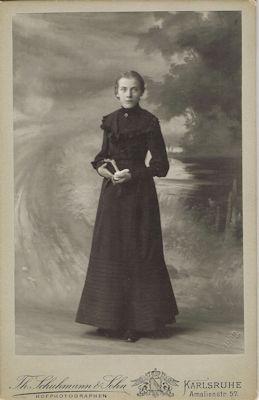 Margarete Schweikert anlässlich ihrer Konfirmation 1902, Badische Landesbibliothek