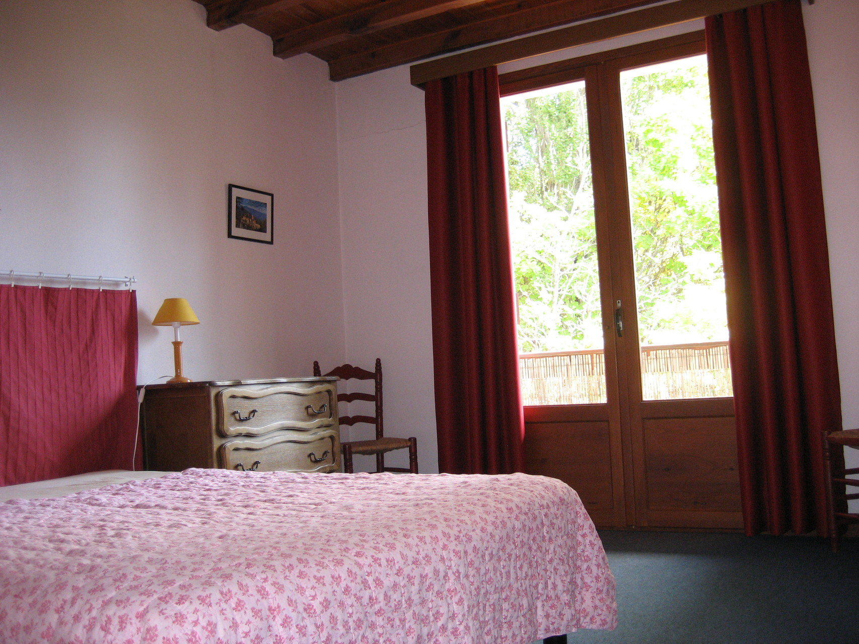 Chambre rouge lit double [Chalet Aspones - Font-Romeu]
