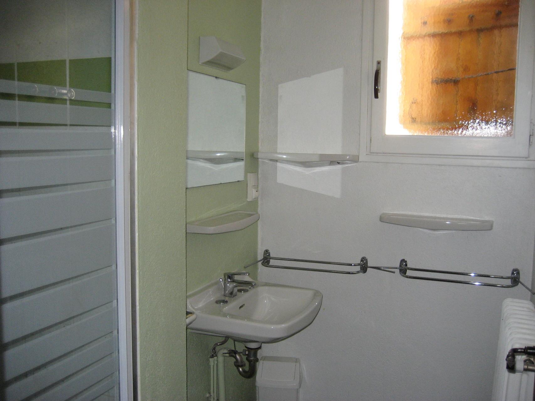 Salle de bain verte [Chalet Aspones - Font-Romeu]
