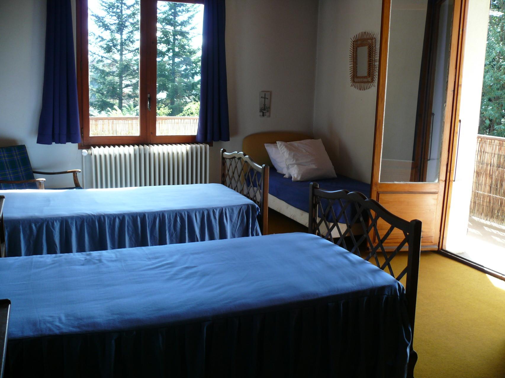 Chambre bleue 3 lits simples [Chalet Aspones - Font-Romeu]