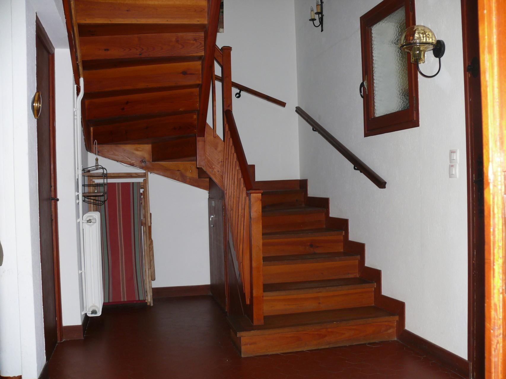 Hall d'entrée et cage d'escalier [Chalet Aspones - Font-Romeu]