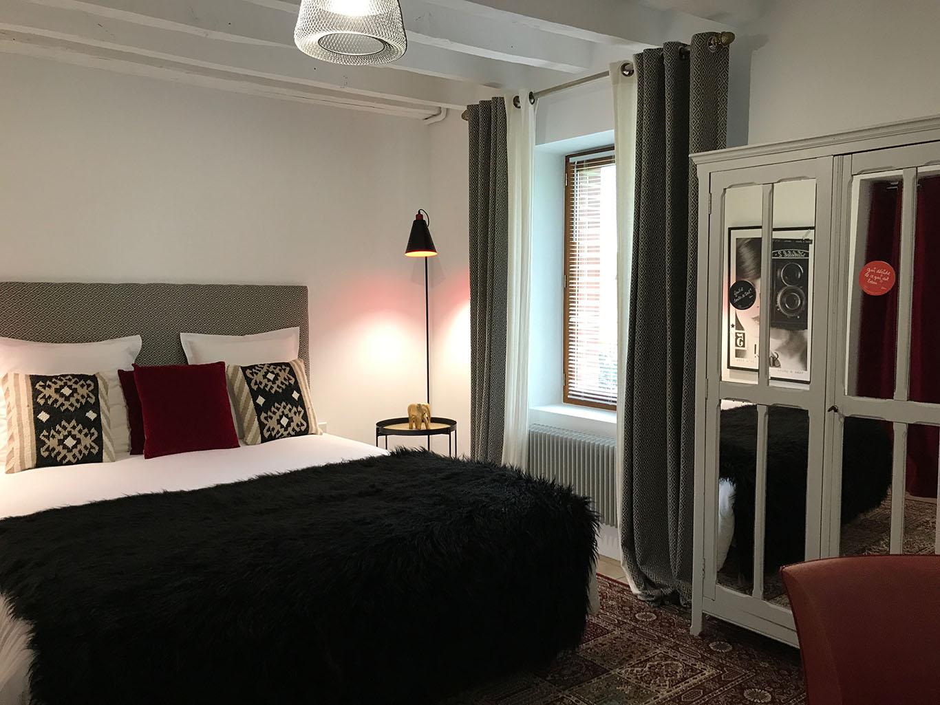 Chambre au rez-de-chaussée avec lit king size