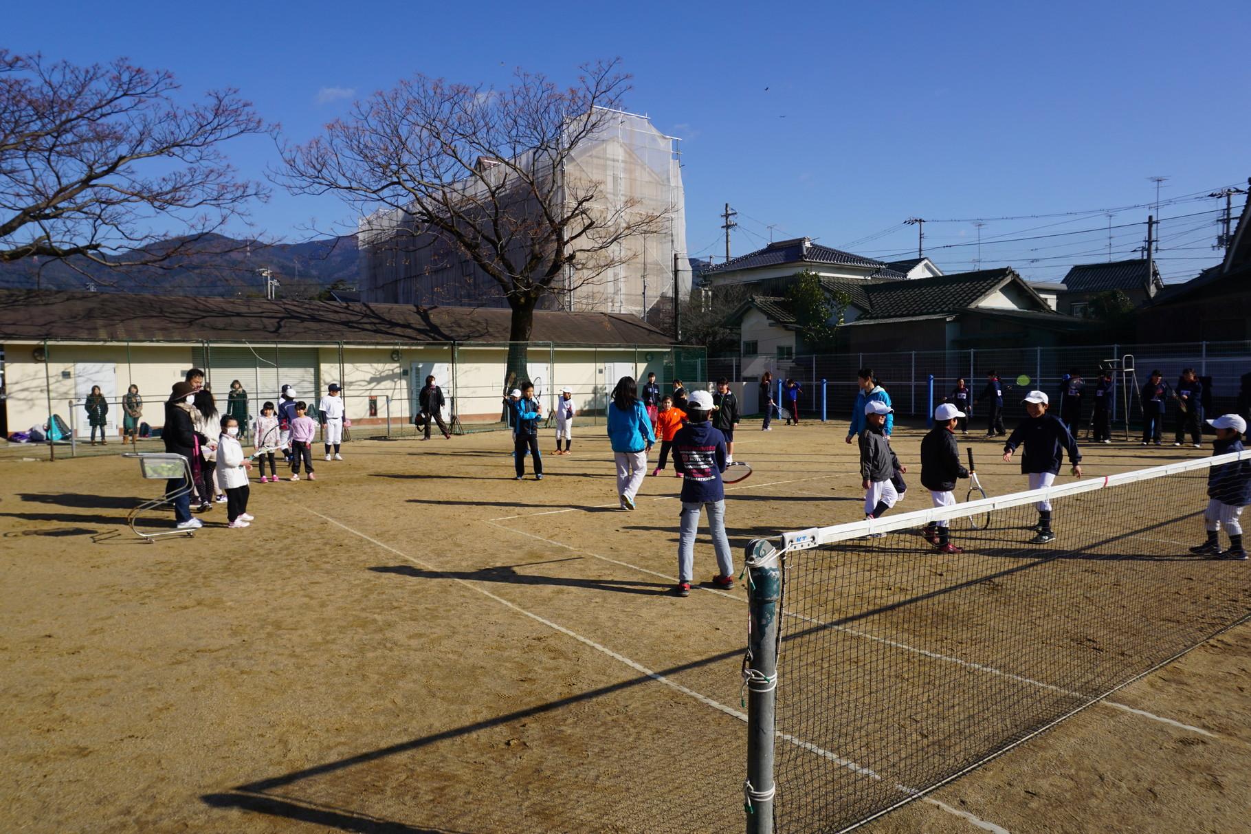 愛媛信用金庫テニス部さんによるテニス教室。楽しいね。