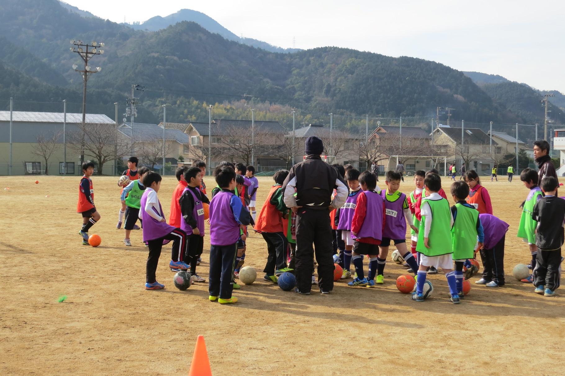 愛媛FCコーチによるサッカー教室は大人気