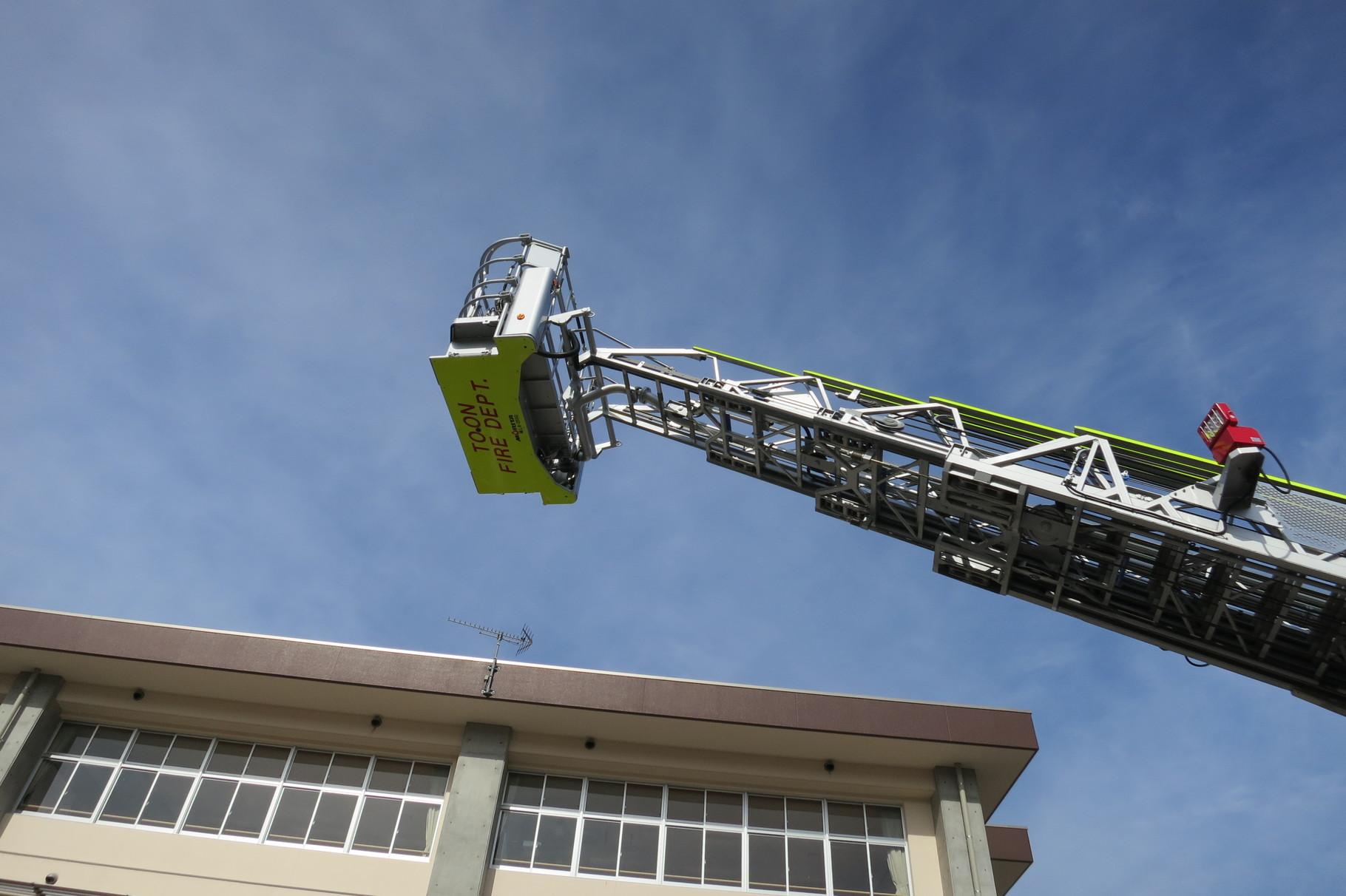 新しいはしご車は、前のより10mも高く上がるそうです