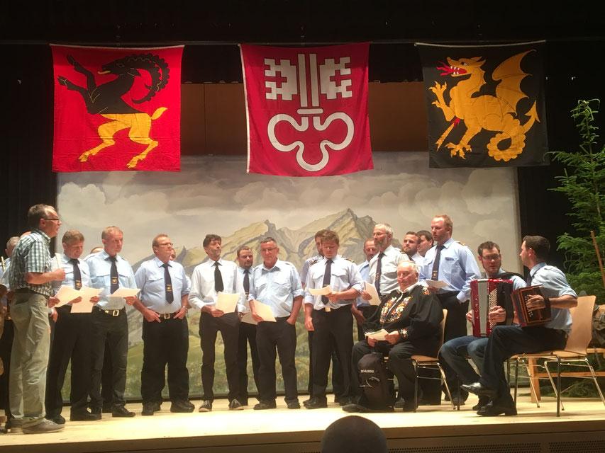 Chor der Feuerwehr Ennetmoos, wo auch Peter Scheuber Mitglied ist