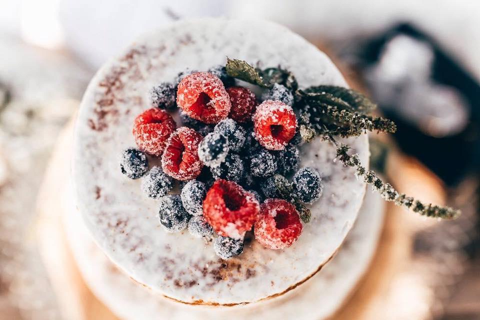 Semi Naked Cake mit Früchten (Foto: Herrundfrau.w)