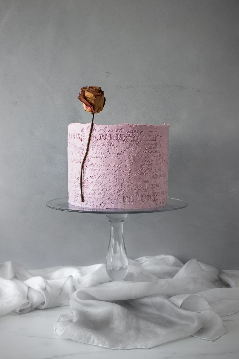Torte mit Kalligraphie (Foto: Süße Poesie)