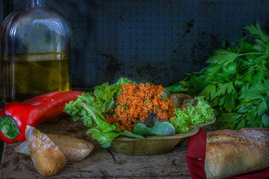Kisir, ein leckerer würziger Bulgursalat aus Anatolien der Türkei ♦ Rezept