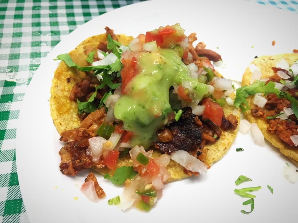 Tacos Al Pastor und daneben, nicht im Bild sondern im Bauch, Chorizo