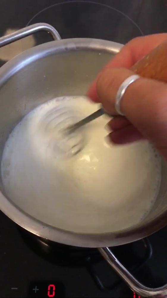 500ml Milch unter Rühren aufkochen