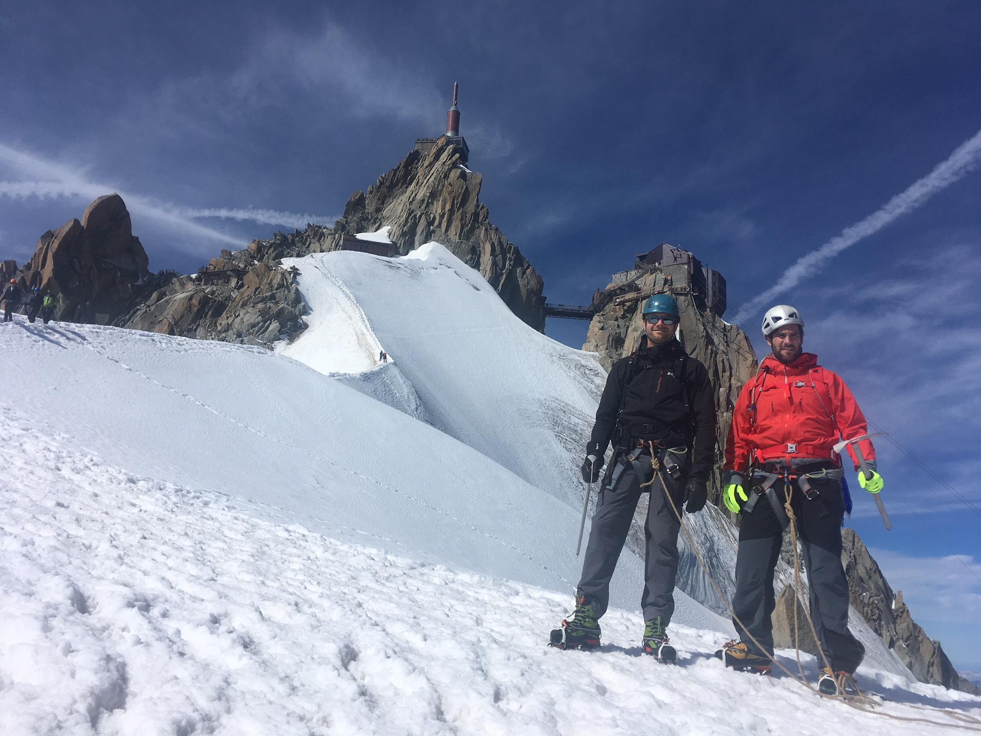 François et Stéphane au pied de l'arête de l'Aig du Midi