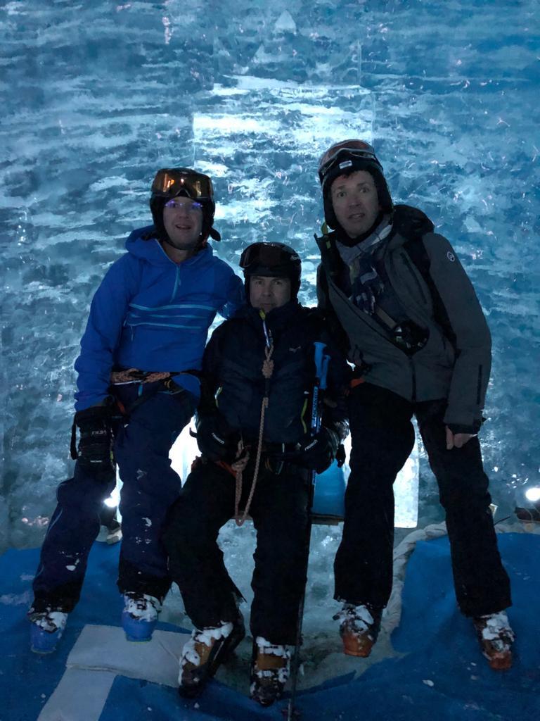 Dimitri, Bernard et Christophe dans la grotte de La Mer de Glace