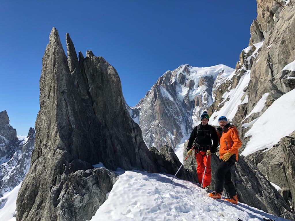 Quelques mètres plus haut que le Col d'Entrèves, père, fils, et versant Brenva du Mt-Blanc