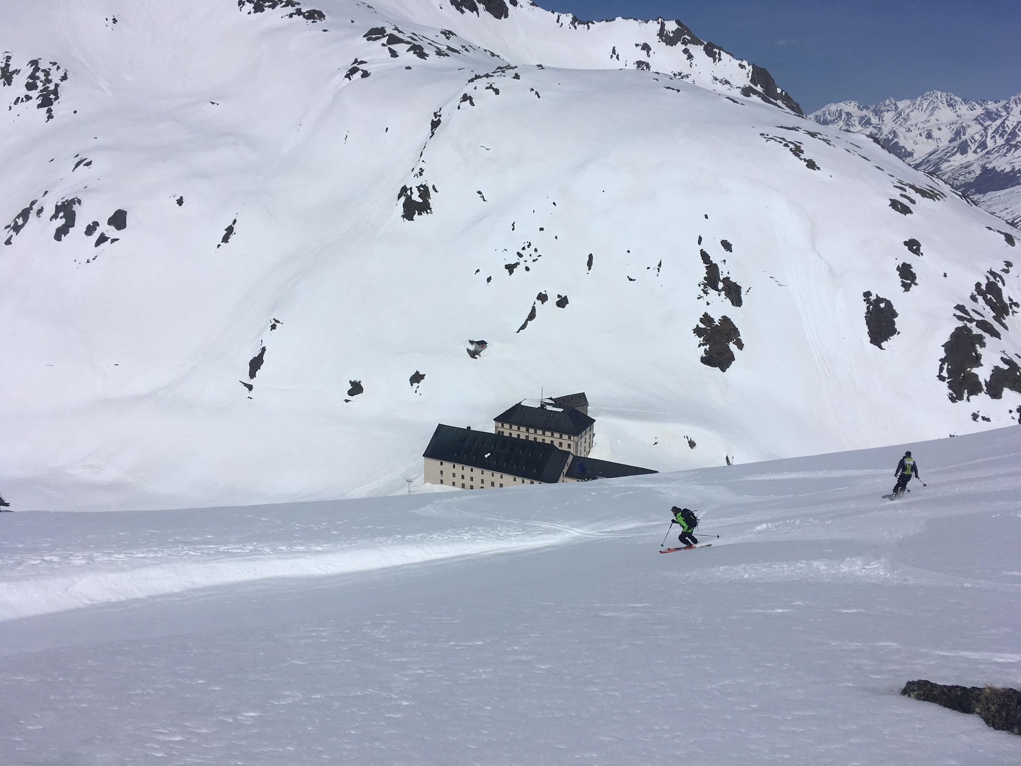 Super ski dans le descente sur l'Hospice !