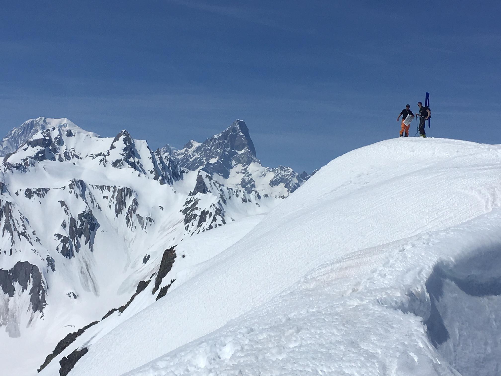 Arrivée au sommet avec Mt-Blanc et Grandes Jorasses