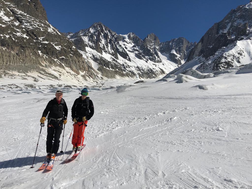 Skis aux pieds sur la Mer de Glace