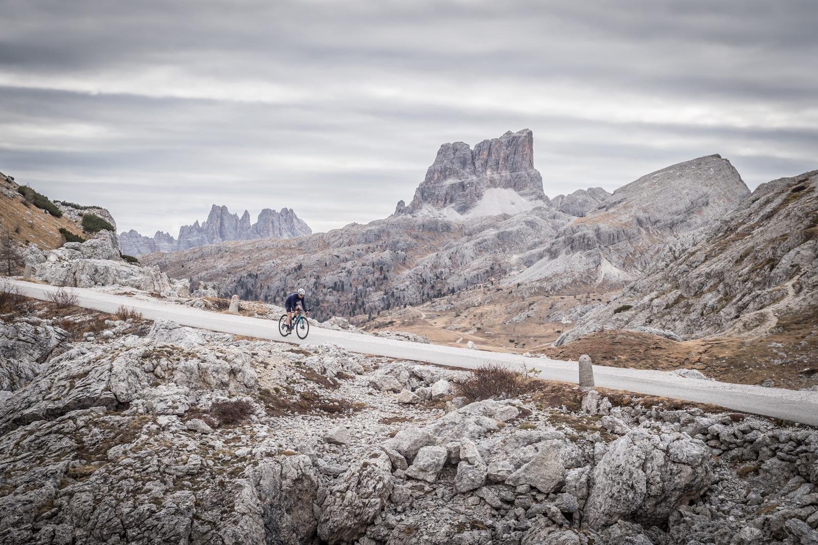 Volkswagen R Gravelbike Experience - die Alpenüberquerung für Abenteurer und Genussbiker
