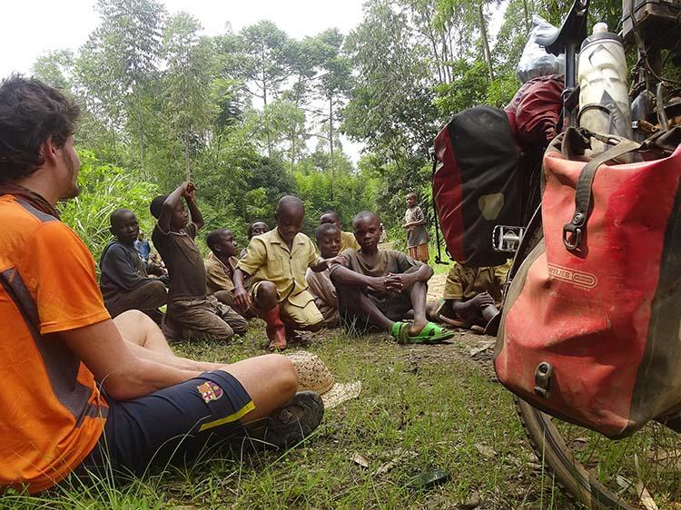 Gemeinsame Mittagspause in Ruanda / Foto: Anselm Pahnke