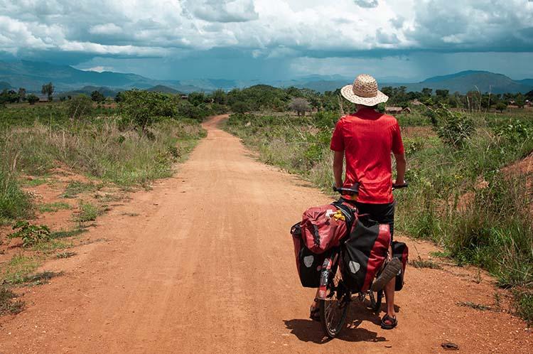 Anselm lernt in kleinen Schritten zu denken und Tag für Tag seinem Weg zu folgen - Malawi / Foto: Anselm Pahnke