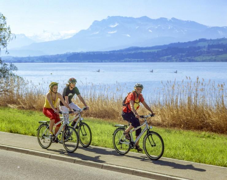 Die neue Radtour von Radweg-Reisen führt Gipfelstürmer von Nord nach Süd durch die ganze landschaftliche Bandbreite der Schweiz. Bildnachweis: Radweg-Reisen